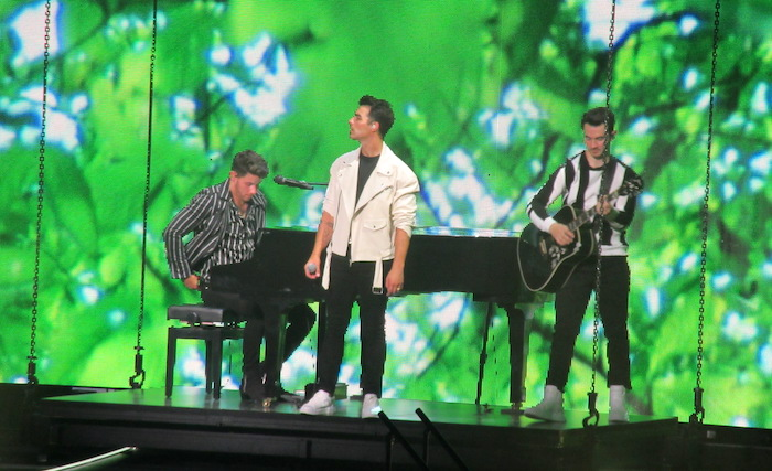 The Jonas Brothers brought happiness to Philadelphia 4