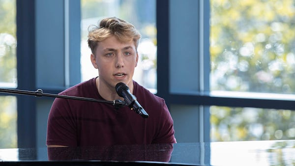 Lower Merion Singer Louis Knight Advances to Hollywood in American Idol