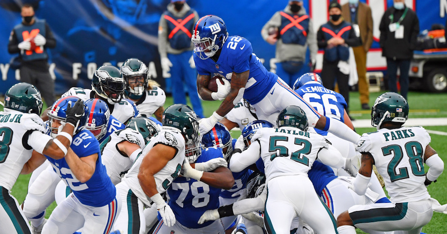 Giants Down Eagles 27-17; Still Anyone's Division